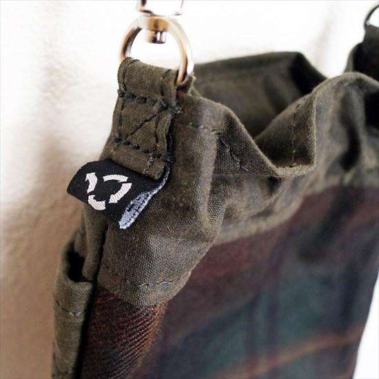 手刺繍ワッペンオイルポーチ[AFPxWHEV]